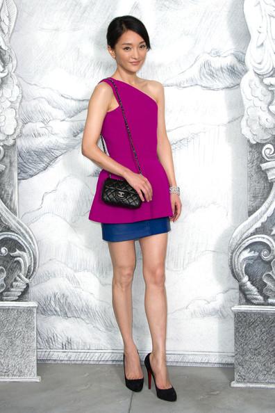 Hình ảnh cô chụp tại khu vực biểu diễn của Chanel trong Tuần lễ Thời trang Paris