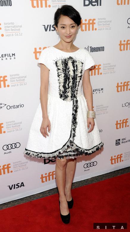 Phong cách quý cô nước Pháp của nữ diễn viên trong buổi ra mắt phim Cloud Atlas tại Liên hoan phim Quốc tế Toronto 2012.