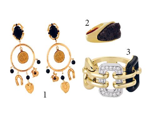 1.Hoa tai mạ vàng, đính mã não đen Dolce & Gabbana 2.Nhẫn vàng đặc biệt bởi mặt đá núi lửa Chloé 3.Nhẫn Premiere bằng vàng 18k, kim cương và mã não Chanel