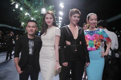 Hoa hậu Thu Thảo, Á hậu Hoàng My cùng NTK Lê Thanh Hòa, Kim Khanh.