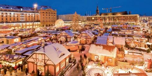 Chợ Giáng sinh (Weihnachtsmarkt) ở Dresden là một trong những chợ Giáng sinh lâu đời nhất tại Đức.