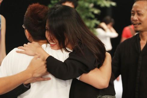 Những hình ảnh ấm áp tình cảm của ê kíp sau khi chương trình kết thúc.