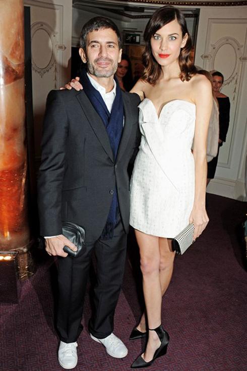 Nhà thiết kế Marc Jacobs và nàng thơ Alexa Chung thanh lịch trong chiếc đầm trắng của Stella McCartney.