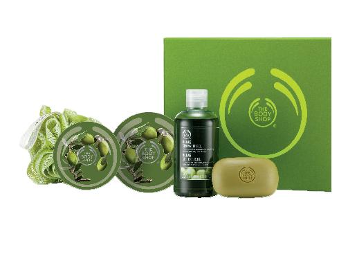 Bộ sữa tắm, xà phòng và kem dưỡng thể của THE BODY SHOP với mùi ôliu thơm mát nhẹ nhàng (850.000 VNĐ)