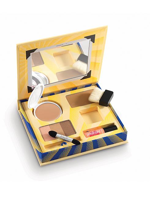 Bộ sản phẩm trang điểm Cabana Glama của BENEFIT bao gồm phấn nền, kem nền, phấn mắt và son môi (510.000 VNĐ)