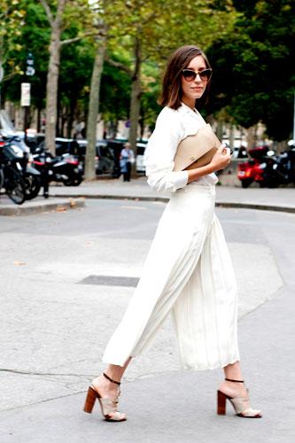 Quần trắng trên đường phố Paris<br/>Street Style Tuần lễ Thời trang Paris Xuân-Hè 2014