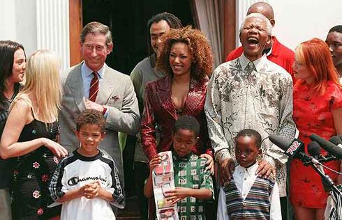 Năm 1997, Mandela gặp gỡ Thái tử Anh Charles cùng nhóm nhạc Spice Girls.