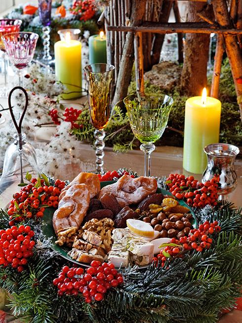 Bàn tiệc Giáng sinh của bạn sẽ biến thành không gian của một hội chợ sôi động sau vụ mùa. Ý tưởng của bàn tiệc này do Pascale Mussard, người chắt của nhà sáng lập thương hiệu Hermès lên ý tưởng và thực hiện.