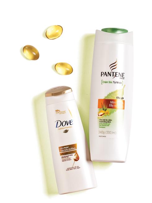 Dòng POPULAR<br/>Pantene Pro-V Chăm sóc Tự nhiên Pro Vitamin kết hợp cùng các chiết xuất tự nhiên cho mái tóc mềm mượt và bồng bềnhl Sự kết hợp giữa cassia flower tinh chất và nhà đam, không chứa paraben. Tóc không bị rối <br> <br> Dove Nutritive therapy Công thức không gây nhờn, sự hòa quyện giữa tinh dầu dừa, hạnh nhân và hương dương nhanh chóng thấm sau để nuôi dưỡng, bổ sung dưỡng chất cần thiết cho tóc.