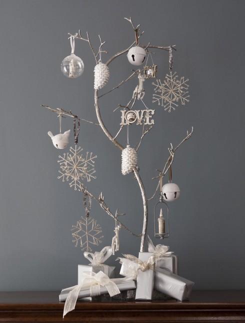 Một cây thông nho nhỏ đặt bàn cũng đủ gọi Giáng sinh về