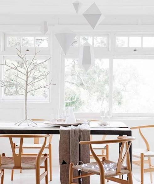 Sử dụng chất liệu gỗ sẽ giúp bạn có cảm giác gần gũi với thiên nhiên.