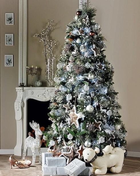 Cây thông Noel có thể được trang hoàng theo phong cách riêng của mỗi người.