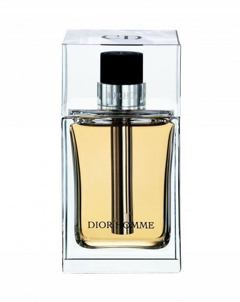 1. Dior Homme: hương hoa pha trộn với hương gỗ.<br/>Cái tên Dior Homme không phải là mới nhưng đây là phiên bản mới năm 2013 của mùi hương cổ điển của Dior dành cho phái mạnh. Đó là sự kết hợp của hương thơm oải hương, iris và cỏ vetiver. Điểm mạnh của hương thơm này là đặc biệt rất lâu phai nên chàng sẽ không phải xịt nhiều lần trong ngày.