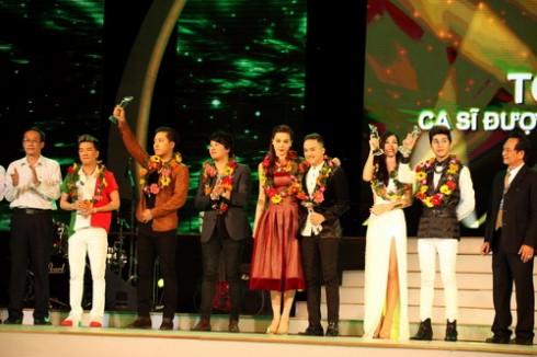 Ca sĩ - nhạc sĩ Thanh Bùi được vinh danh trong top 10 ca sĩ được yêu thích nhất