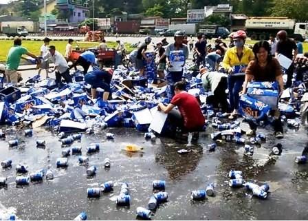 """Hình ảnh từ vụ đổ xô """"hôi bia"""" ở Đồng Nai"""