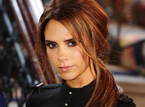 Victoria Beckham có một năm bận rộn với việc thiết kế, khai trương cửa hàng, hoạt động từ thiện và nhiều dự án thời trang mới