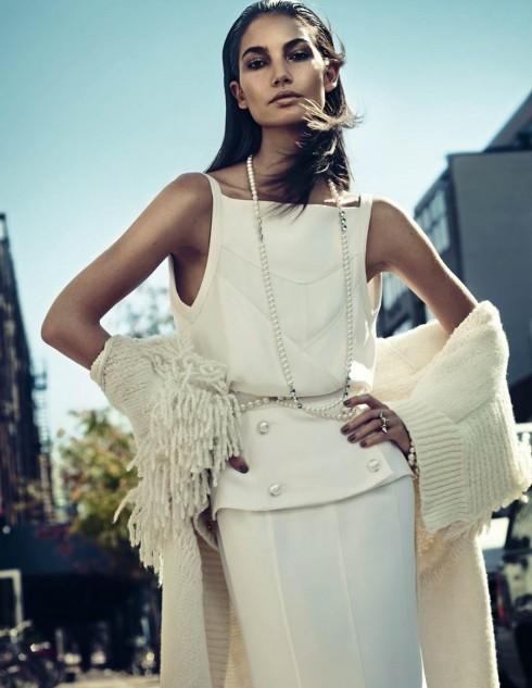Khi xuất hiện trên các tạp chí thời trang cao cấp, siêu mẫu 28 tuổi phô diễn nét đẹp góc cạnh và thần thái đầy mê hoặc. <br\> Lily Aldridge chụp cho ELLE Hàn Quốc