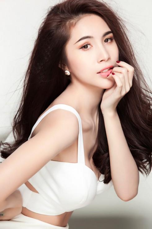 Thủy Tiên sẽ ngồi ghế giám khảo chương trình Bước nhảy hoàn vũ 2014