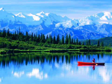 Thuyền Kayak là một trong các phương tiện phổ biến tại Alaska.
