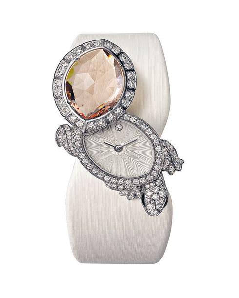 Đồng hồ với kiểu dáng chú rùa nhỏ đáng yêu làm từ vàng trắng, kim cương và đá morganite Cartier.