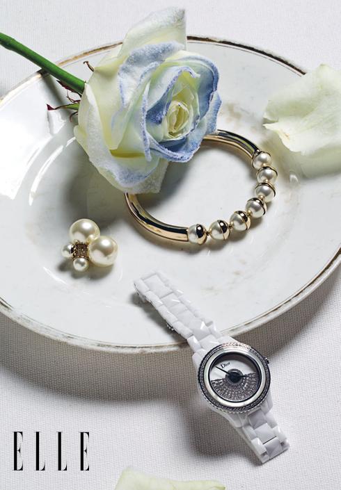 Dior - Hoa tai và vòng tay vàng đính ngọc trai, đồng hồ trong BST