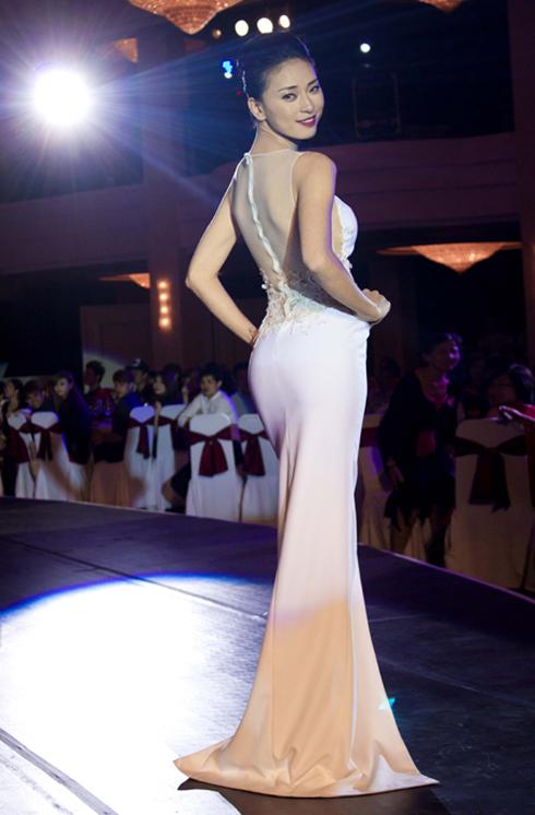 """Diễn viên Ngô Thanh Vân trong một thiết kế của Đỗ Mạnh Cường tại sự kiện """"Vết sẹo cuộc đời"""""""