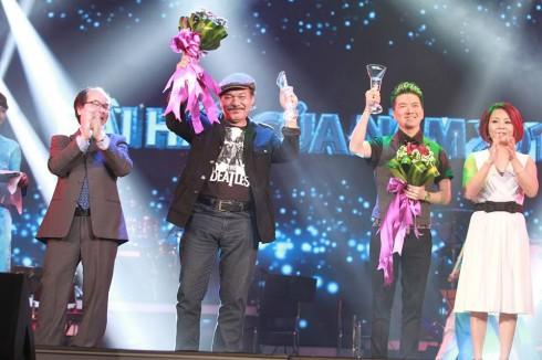 Ca sĩ Đàm Vĩnh Hưng và nhạc sĩ Trần Tiến nhận giải Bài hát yêu thích năm 2013