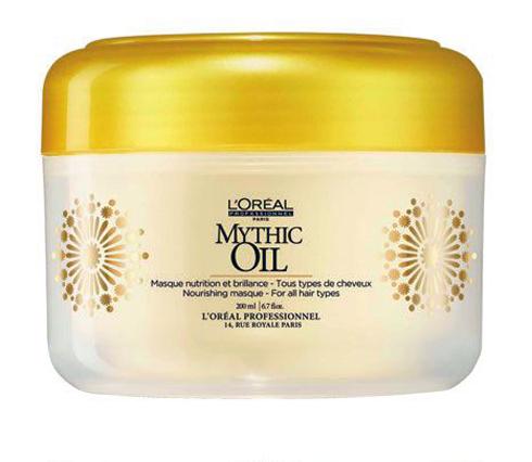 """Dưỡng tóc: Mythic Oil Nourishing Masque, L'Oreál Professionnel. """"Điểm mạnh của sản phẩm này chính là hương liệu, kết cấu và hiệu quả tức thì cho mái tóc. Mặt nạ tóc cung cấp dưỡng chất sâu vào bên trong sợi tóc, nhưng không làm tóc bị đổ dầu và bóng nhờn, đồng thời bảo vệ và ngăn chặn tóc không bị chẻ ngọn"""". Arlette Barrionuevo - Beauty Editor, ELLE Argentina."""
