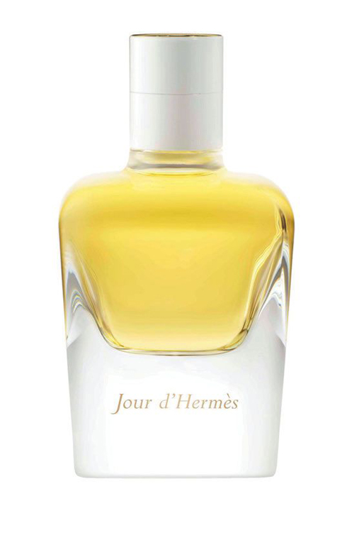 """Nước hoa: Jour d'Hermès, Hermès. """"Đó là hương thơm đầy ấn tượng. Đó là mùi hương của những loại hoa, không quá ngọt, không quá đậm, chỉ vừa đủ để thể hiện những gì tinh túy nhất và nữ tính nhất"""". Nuttika Ongkisirimemongkol – Executive Editor / Beauty Editor, ELLE Thailand."""