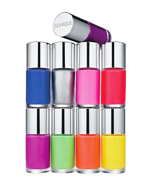 """Sơn móng: A Different Nail Enamel for Sensitive Skins, Clinique """"Công thức sơn móng tay không chứa hương liệu, được kiểm nghiệm không gây dị ứng và an toàn cho móng nhạy cảm. Có nhiều tông màu thời trang và bền màu"""". Barbara Huber – Beauty Director, ELLE Germany."""