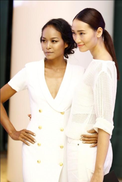 Lam Thu Hang va Huyen Trang than thiet