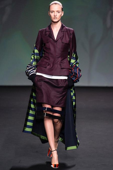 Tới BST Couture thứ 2 dành cho DIOR, Raf đã mang tới rất nhiều sự hiện đại lẫn mỹ cảm cá nhân của mình vào nhiều thiết kế.