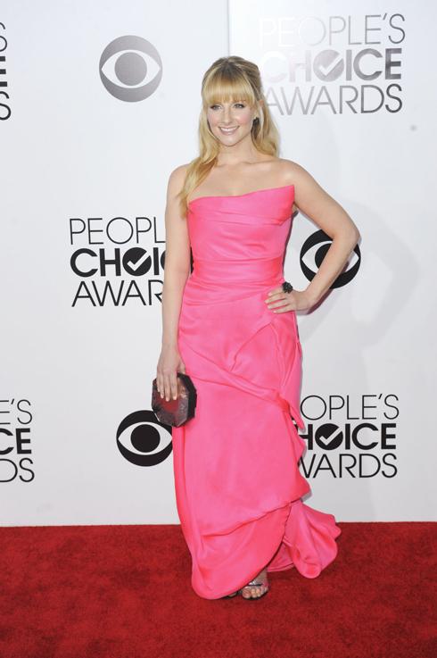 Ngôi sao của serie phim truyền hình Big Bang Theory - Melissa Rauch. Nhiều ý kiến cho rằng đây là chiếc đầm xấu nhất của đêm trao giải.