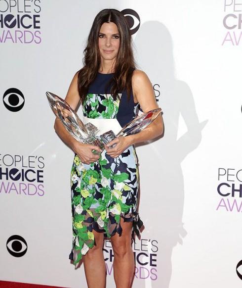 Sandra Bullock trong đêm trao giải thưởng People Choice Awards