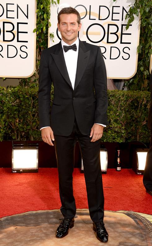 Bộ suit của Tom Ford rất hợp với phong cách nam tính lịch lãm của Bradley Cooper.