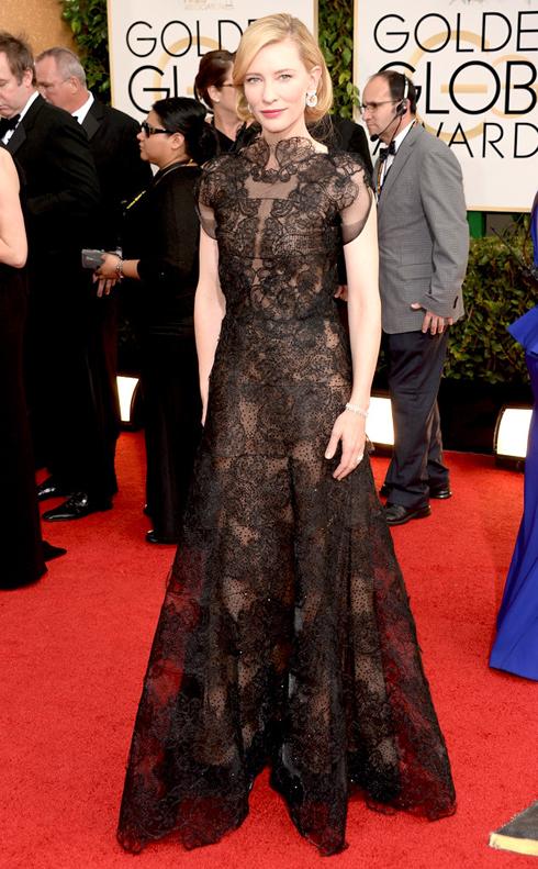Nữ diễn viên Kate Blanchett ưa chuộng phong cách thanh lịch sang trọng, đã chọn chiếc đầm ren tinh tế của Armani.