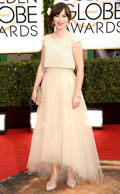 Phong cách sang trọng nữ tính thường thấy của Oscar de la Renta giúp diễn viên của seri phim