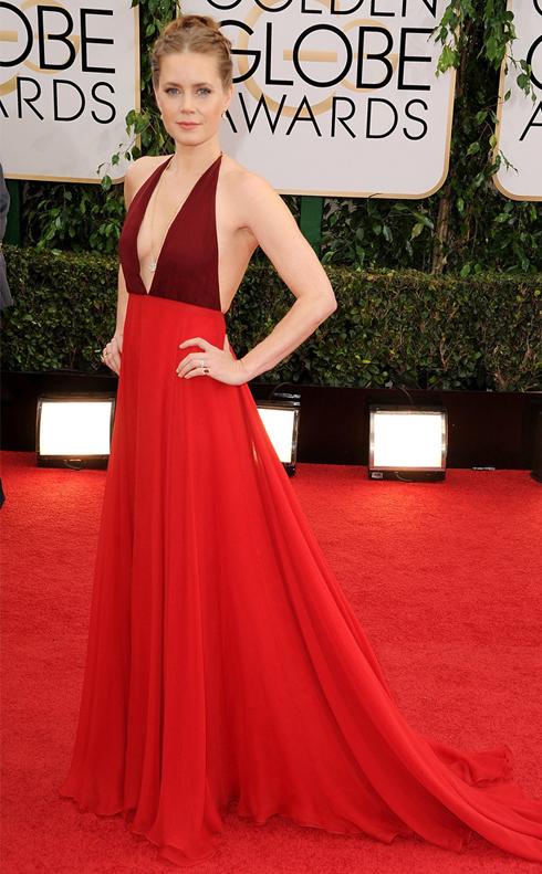 Nữ diễn viên Amy Adams trong bộ đầm đỏ