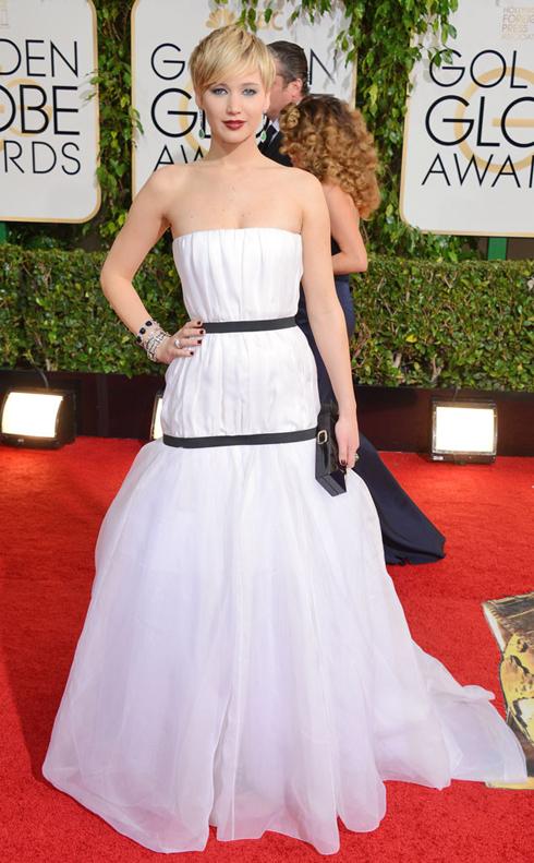 Đầm voan trắng Dior của Jennifer Lawrence.
