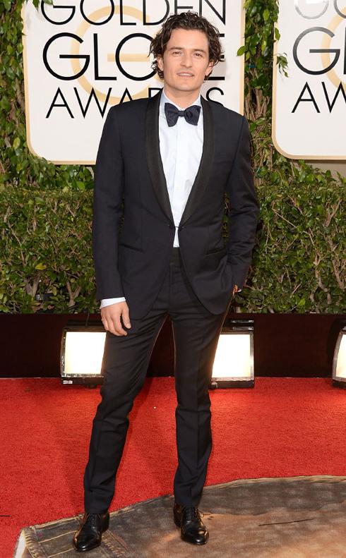 Orlando Bloom năm nay phải tham dự lễ trao giải một mình, không còn Miranda đi cùng, nhưng trông anh vẫn rất quyến rũ trong bộ suit của Lanvin.