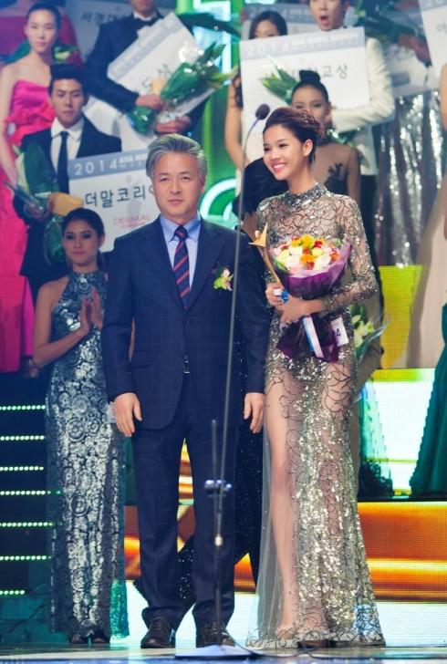 Kỳ Hân nhận giải thưởng danh giá nhất cuộc thi