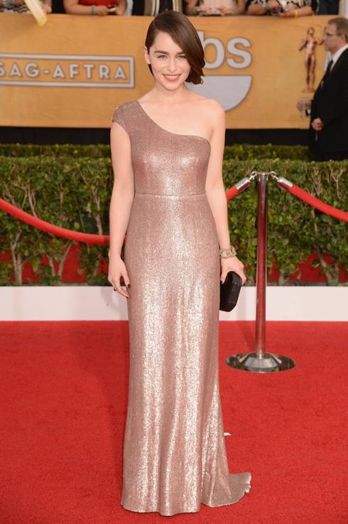 DIễn viên phim Game of Thrones trong bộ váy Calvin Klein.