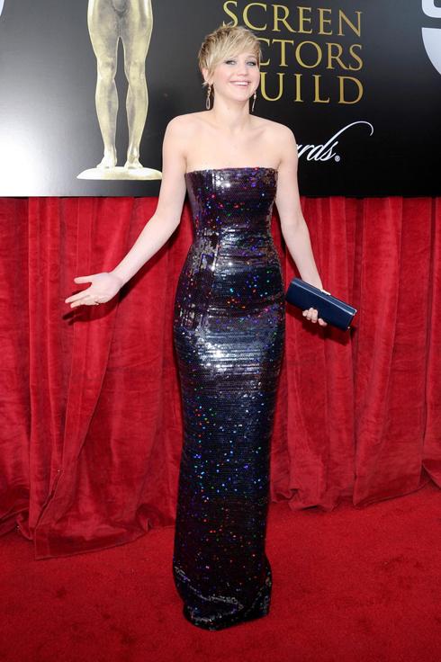 Sau Quả cầu vàng 2014, Jennifer Lawrence tiếp tục chọn Dior làm người bạn đồng hành trên thảm đỏ.