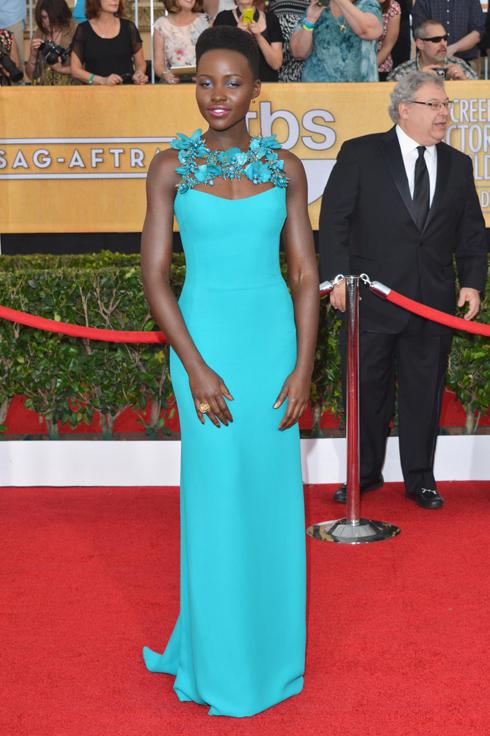 Nữ diễn viên Lupita Nyong'o của phim 12 years A Slave với bộ váy Gucci.