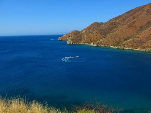 Vịnh Taganga hình móng ngựa nên nước êm như mặt hồ