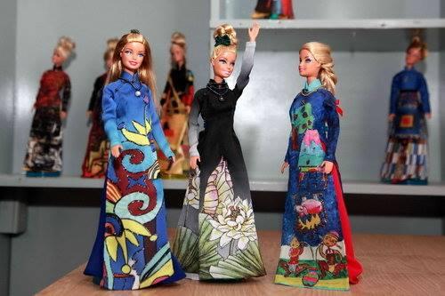 Trưng bày bộ sưu tập Búp Bê Barbie Áo Dài tại Crescent Mall
