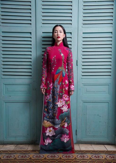Linh Nga trong trang phục áo dài Sĩ Hoàng (2014)