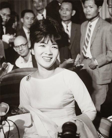 Bà Trần Lệ Xuân, người khởi xướng phong trào mặc áo dài cổ thuyền