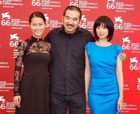Đỗ Hải Yến cũng chọn một thiết kế đính đá mềm mại, nữ tính của NTK Hoàng Hải để tham dự Liên hoan phim Venice vào năm 2009