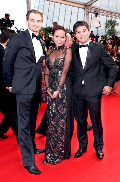 Hồng Ánh trong trang phục áo dài tại Liên hoan phim Cannes 2013